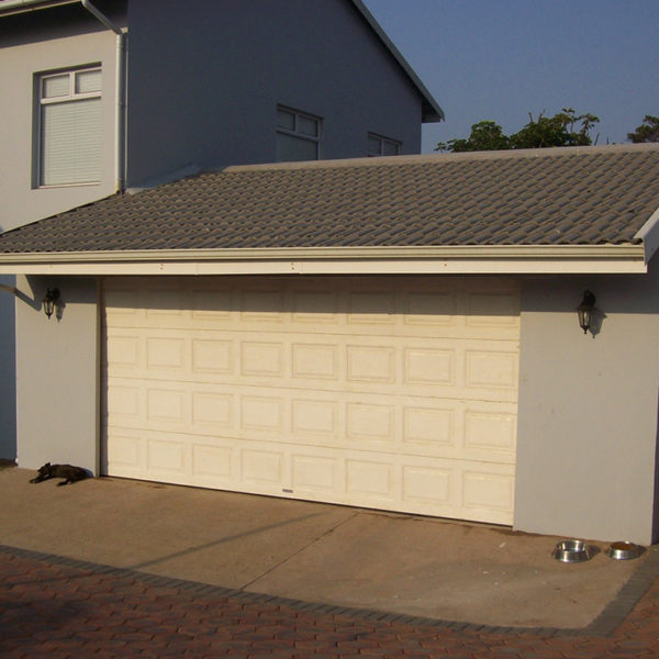 G007 - Double Garage joined to House